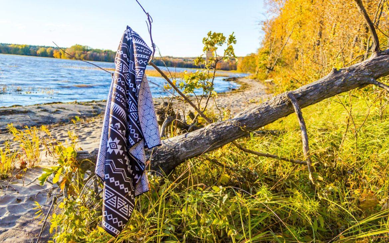 Comment Rouler Les Serviettes De Bain la serviette de plage et de voyage tesalate - ici ╳ around